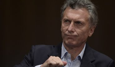 """Argentina's president elect Mauricio Macri gestures during a press conference in Buenos Aires on November 23, 2015 the day after winning the run-off election against the ruling """"Frente para la Victoria"""" party candidate Daniel Scioli. Macri, a former football executive expected to be Argentina's most economically liberal leader since the 1990s, promised a """"marvelous"""" new era for his country, beleaguered by years of economic instability.       AFP PHOTO / JUAN MABROMATA / AFP / JUAN MABROMATA        (Photo credit should read JUAN MABROMATA/AFP/Getty Images)"""