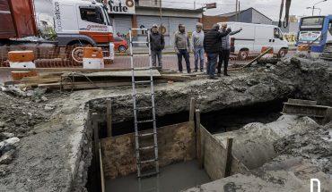 29-08-16 Grindetti recorrió la obra del aliviador pluvial en Alsina